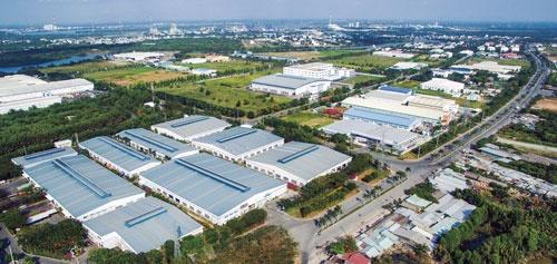 "<span class=""fontBold"">ベトナムのホーチミン中心部から車で1時間ほどの場所にあるロンハウ工業団地。米中貿易戦争が勃発した後、レンタル工場などへの入居希望が急増した</span>"