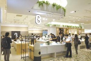 """<span class=""""fontBold"""">8月1日、新宿マルイにオープンした展示・販売スペース「b8ta(ベータ)」</span>"""