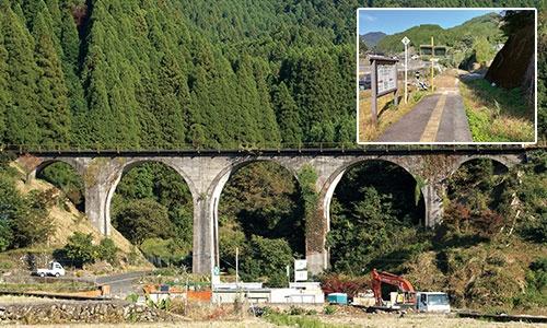 """<span class=""""fontBold"""">JR日田彦山線の筑前岩屋駅(上)と、名所の「めがね橋」。もうこの橋を列車が渡ることも駅に止まることもない</span>"""