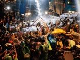 アジア 感染の深刻度が経済を左右 潜在的亀裂あぶり出し  デモや暴動を誘発