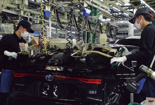 "<span class=""fontBold"">2020年度当初こそ販売を減らしたトヨタ自動車だが、足元では生産が大幅に回復している(愛知県豊田市の高岡工場)</span>"