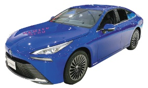 "<span class=""fontBold"">昨年12月に燃料電池車(FCV)新型「ミライ」(上)を発売したトヨタ自動車は、商用車での水素活用も急ぐ(下)</span>"