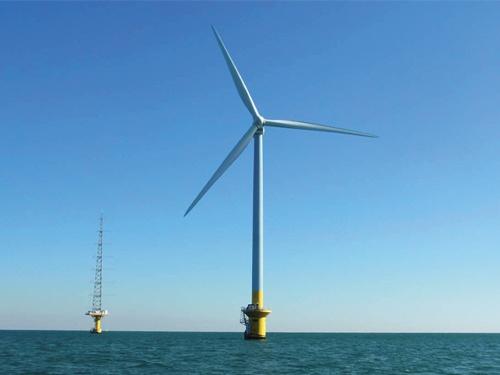 """<span class=""""fontBold"""">2019年に運転開始した国内初の洋上風力発電。東京電力リニューアブルパワーが千葉県銚子沖で運営している。「4500基」という目標には課題が多い</span>"""