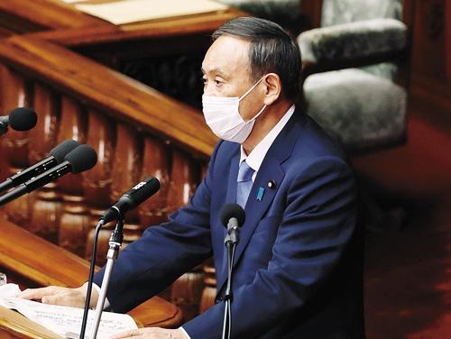 "<span class=""fontBold"">就任後初の所信表明演説で菅義偉首相は50年の炭素中立目標を宣言した</span>(写真=共同通信)"