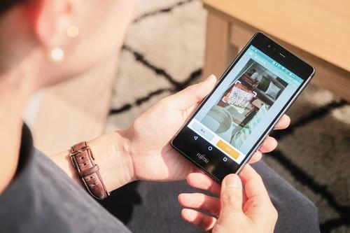 """<span class=""""fontBold"""">ニトリのアプリに搭載されている「カメラ de サーチ」はアリババクラウドの技術を使っている</span>(写真=加藤 康)"""