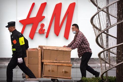 """<span class=""""fontBold"""">米国と連携した対中制裁の強化により、「H&M」などの欧州ブランドが中国で不買運動に直面</span>(写真=AP/アフロ)"""