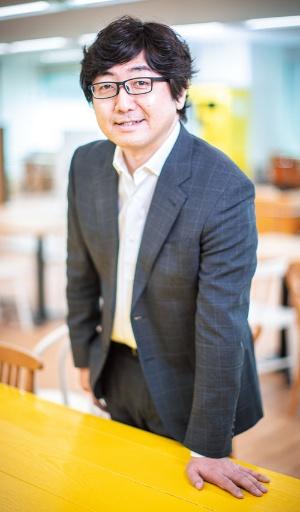 "<span class=""fontBold"">C Channelの森川亮社長はプロ向け市場への上場を選んだ</span>"