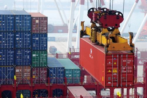 中国の貿易黒字は減り続けている(写真=AP/アフロ)