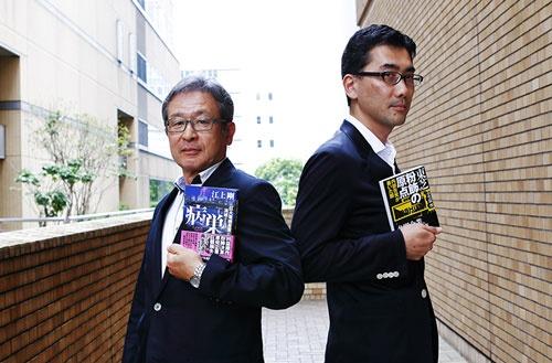 左が作家の江上剛氏、右が日経ビジネス副編集長の小笠原啓(撮影:竹井 俊晴、ほかも同じ)