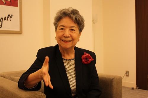 一般社団法人ウィメンズ・エンパワメント・イン・ファッション会長。1962年、東京大学教養学部卒業後、旭化成工業(現・旭化成)へ。67年、フルブライト奨学生として米国に留学。68年に「ファッションビジネス」の概念を日本に初めて紹介した。1999年から2009年まで、財団法人ファッション産業人材育成機構IFIビジネススクール学長。AOKIホールディングス社外取締役なども務める。