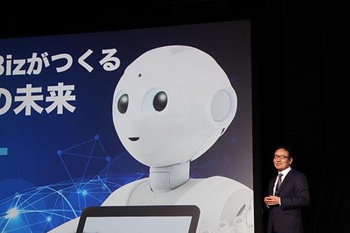 1月27日、国内事業を統括するソフトバンクの宮内謙社長は、ペッパーの法人活用事例を紹介した