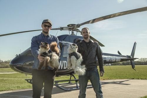 BrewDogの創業者たち。猫の剥製をヘリコプターから落とすキャンペーンを行った。