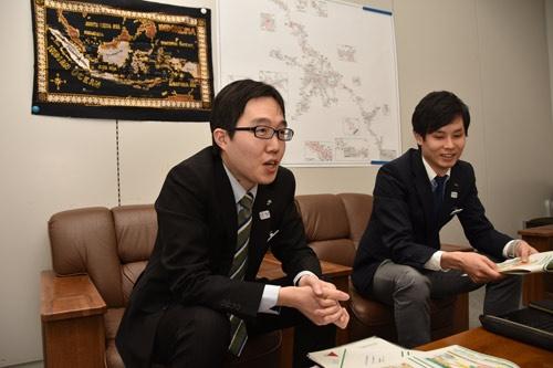 JR東日本の吉浦壯氏(左)と小池遼馬氏