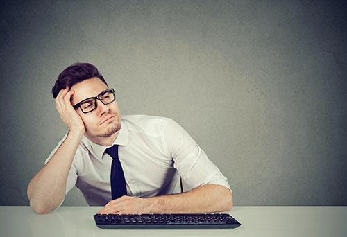若い世代は「働かない」50代社員に不満を募らす(写真:ユニフォトプレス)