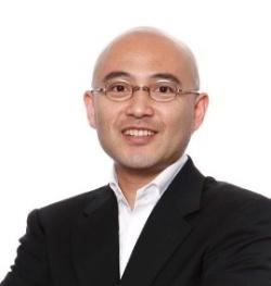 """<span class=""""fontBold"""">楽天 常務執行役員/Chief Well-being Officer</span><br> 1997年の楽天の創業から参画。営業本部、マーケティング本部、国際事業等の立ち上げを行い、EC事業責任者を長年務めた後、米州社長、アジア社長を歴任。17年秋より楽天の企業文化強化および社内外のステイクホルダーを笑顔にすることをミッションとするChief People Officerとなり、さらに楽天のビジネスアセットを活用したサステナビリティ活動推進に加え、人々の働き方・生き方を模索するべく19年夏からChief Well-being Officerへ。慶應義塾大学SFC特別招聘教授。"""