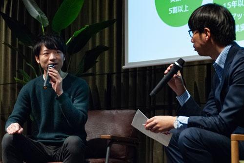 2月10日のRaise LIVEに登壇したエンファクトリーの清水正樹取締役(左)。モデレーターは記者の島津翔(右)(写真:ドリームムービー)