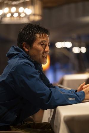 奥入瀬渓流ホテルでアクティビティを担当する丹羽裕之支配人(写真=尾苗 清)