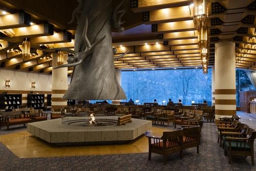 17年から冬期の営業を再開した奥入瀬渓流ホテル(写真=尾苗 清)