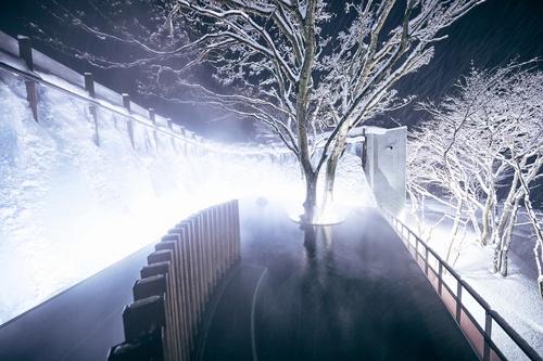 奥入瀬渓流ホテルは冬場限定の「氷瀑の湯」が人気