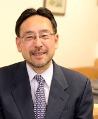 "<span class=""fontBold"">藻谷浩介(もたに・こうすけ)氏</span><br> 日本総合研究所主席研究員<br> 1988年東京大学法学部卒業。88年日本開発銀行(現日本政策投資銀行)入行。94年米コロンビア大学経営大学院(ビジネススクール)卒業(経営学修士)。2000年から内閣官房、内閣府・国交・農水・総務・厚生労働・財務・経産・文科省などの各種審議会委員を多数務める。12年から日本総合研究所主席研究員。日本政策投資銀行地域企画部特任顧問(非常勤・現職)。公益財団法人ラボ国際交流センター理事、公立長野大学客員教授、新見公立大学客員教授。日本政策投資銀行地域企画部特任顧問(非常勤)、特定非営利活動法人ComPus地域経営支援ネットワーク理事長も務める。"