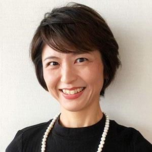 """<span class=""""fontBold"""">谷津かおり</span><br />BBDO JAPAN Head of Planning<br />早稲田大学卒業後、新卒としてマッキャンエリクソンに入社後、営業本部を経て戦略プランニング本部に異動。育休からの復職後、当時の子育てする母親を「主婦」とひとくくりに捉えるマーケティングに疑問を感じ、母親インサイト研究プロジェクト「Real Mothers (リアル・マザーズ)」を立ち上げ、リーダーを務める。同時に、プランナーとして主に母親/女性層をターゲットとする国内外の企業のマーケティング及びコミュニケーション戦略企画に従事。2010年、コーチ・トウェンティワンによる社内コーチ資格を取得。2016年 BBDO JAPANに入社、戦略プランニング全体を統括。"""