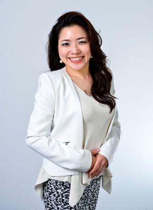 """<span class=""""fontBold"""">川西由美子(かわにし・ゆみこ)</span><br>1998年に行動健康科学をベースにしたコンサルティング会社を創立。2005年に設立したEAP総研の代表取締役として多くの企業でメンタルヘルス対策などにあたり、その後、フィンランドで、世界25カ国で使われている組織活性化技法「リチーミング」の指導者資格を取得。現在はランスタッド傘下となったEAP総研の所長を務める。臨床心理学や産業組織心理学が専門で、著書に『ココロを癒せば会社は伸びる』(ダイヤモンド社)など。ベトナムやインドネシアの企業・大学でも研修・教育活動を行っている。"""