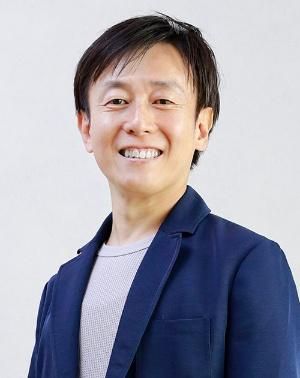1971年生まれ。愛媛県今治市出身。大阪大学工学部情報システム工学科卒業後、松下電工(現 パナソニック)を経て、97年8月松山市でサイボウズを設立。2005年4月代表取締役社長。