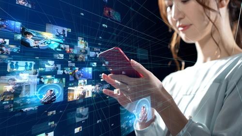 コロナ禍の巣ごもり消費でデジタルコンテンツの配信サービスの利用は大きく伸びた(写真:PIXTA)