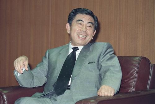 鈴木敏文・セブン―イレブン・ジャパン社長(肩書は1989年の撮影当時、写真:日刊スポーツ/アフロ)