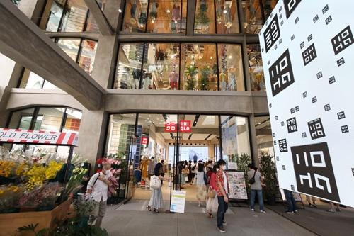 2020年、ファーストリテイリングは東京・銀座にユニクロの新たな旗艦店をオープンした(写真:森田直樹/アフロ)