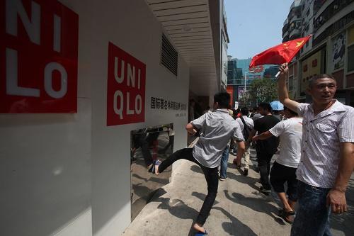 2012年、中国での反日デモではユニクロ店舗も標的となった(写真:Newscom/アフロ)