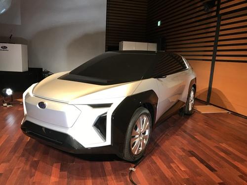 SUBARUがトヨタ自動車と共同開発しているEVのモック