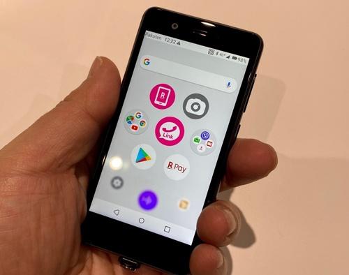 楽天モバイルが1月23日に発売した小型スマホ「Rakuten Mini」
