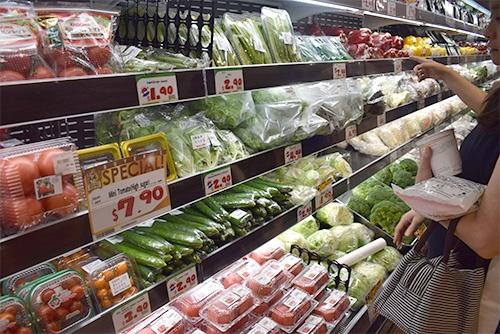 シンガポールの店舗は生鮮食料品を充実させている