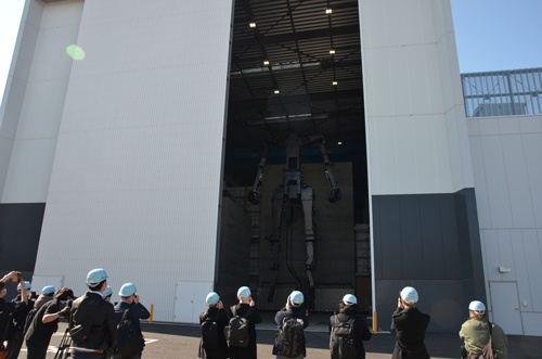 茨城県取手市の前田建設工業の施設内で開発中のガンダムが公開された(C)創通・サンライズ