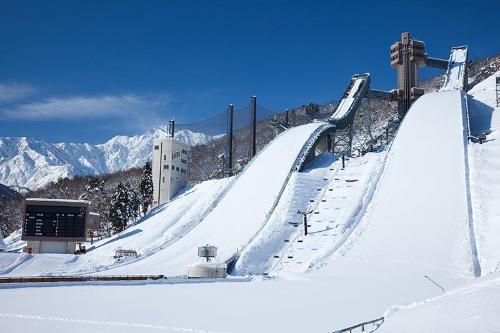 白馬村は1998年の長野五輪でスキージャンプ競技の舞台にもなった(写真:アフロ)