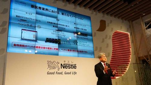 ネスレ日本の高岡浩三社長兼CEO(最高経営責任者)は、「ペット業界でもデジタルイノベーションを起こす」と語る