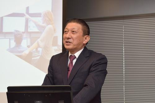 事業戦略発表会で説明するトレンドマイクロの大三川彰彦副社長