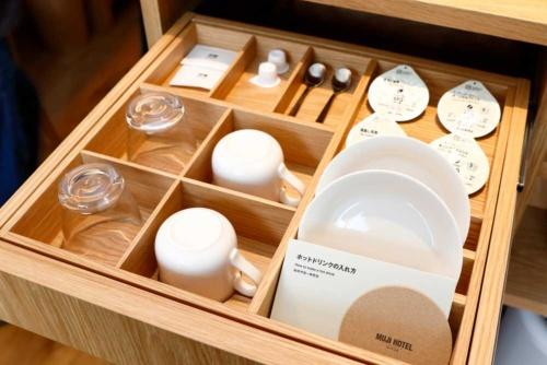 お茶やお皿などアメニティの大半が無印の商品