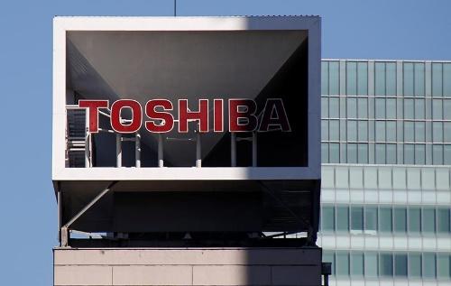 東芝は英投資ファンドのCVCキャピタル・パートナーズから買収提案を受けたと明らかにした。写真は東京・浜松町の東芝本社(写真:ロイター/アフロ)