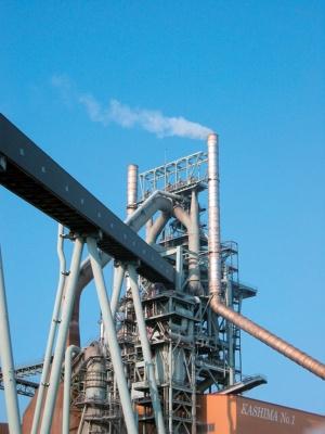 日本製鉄は茨城県鹿嶋市などの製鉄所で高炉2基を一時休止すると決めた