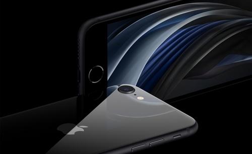 米アップルは約1カ月遅れで廉価版スマートフォン「iPhone SE」を発表した