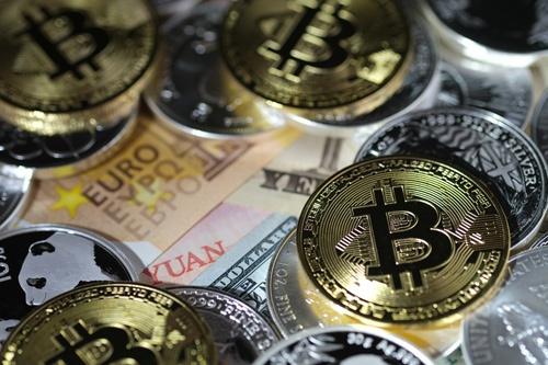 仮想通貨の先行きについて見方は割れる(写真:中尾由里子/アフロ)