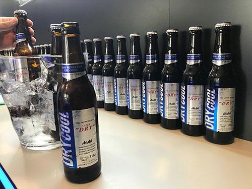 アサヒビールは、若者をターゲットにした「アサヒスーパードライ ザ・クール」を4月9日に発売。若者に人気の飲食店に販売ルートを限定し、ブランドの若返りを目指す