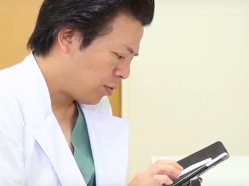 アンターのサービスを使えば、医師同士がアプリ上で意見交換ができる