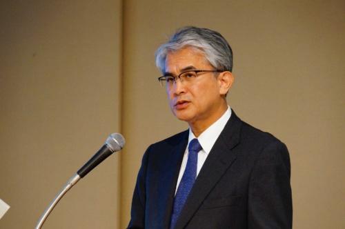 新中期経営計画を説明するニコンの馬立稔和社長