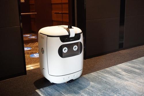 自走式ロボットを使うセブンイレブンのデリバリーサービス