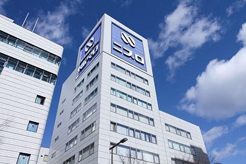 世界初の再生医療製品の事業化に取り組んでいるニプロ(写真:アフロ)