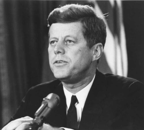 キューバ危機を乗り切ったケネディ米大統領(当時)。米ソは結局、核戦争を回避した(写真:UPI/アフロ)