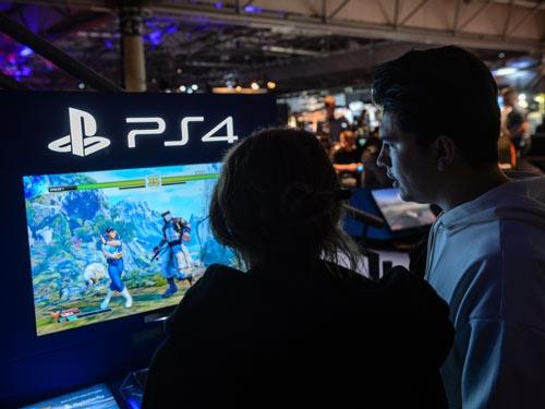 プレイステーション4の累計販売台数は今年度中に1億台に達する見込み